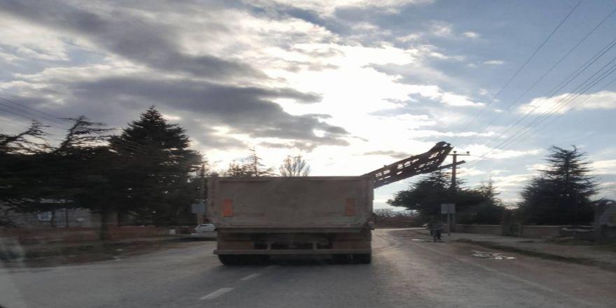 Kamyonla tehlikeli taşımacılık