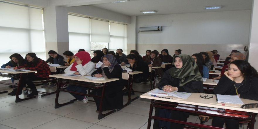 2 bin 213 öğrenciyi YKS'ye hazırlanıyor
