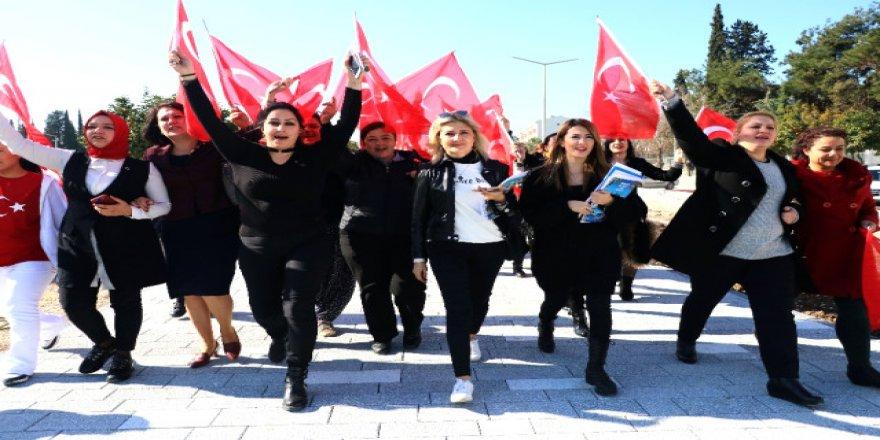 250 Nene Hatun, askerlik şubesine başvurdu: Bizi de Afrin'e götürün