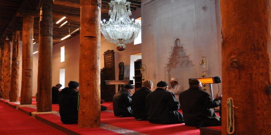 8 asırlık camide Afrin'e dua