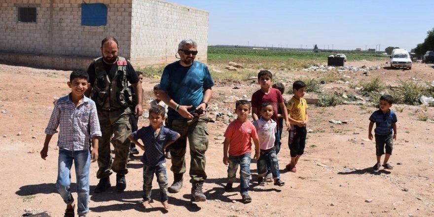 Yetim kalan çocuklara Türk polisi sahip çıkıyor
