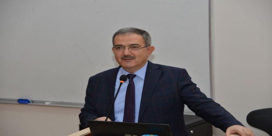 Rektör Şahin, tecrübelerini tıp öğrencileriyle paylaştı