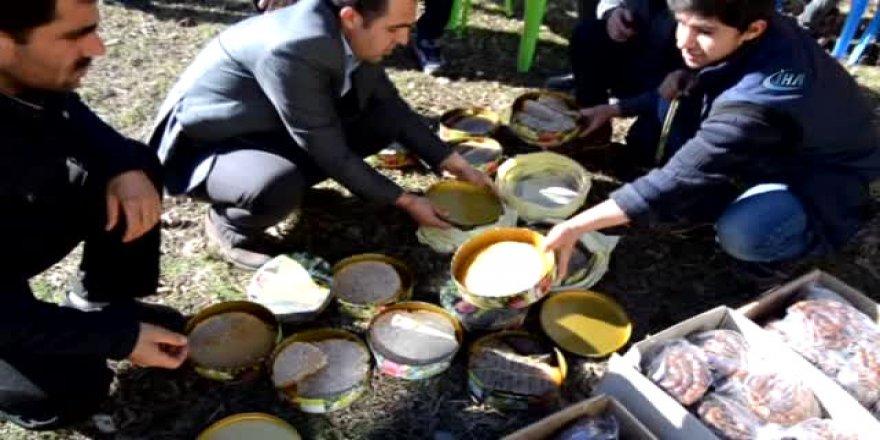 Sason'dan Afrin'e bal ve cevizli sucuk gönderildi