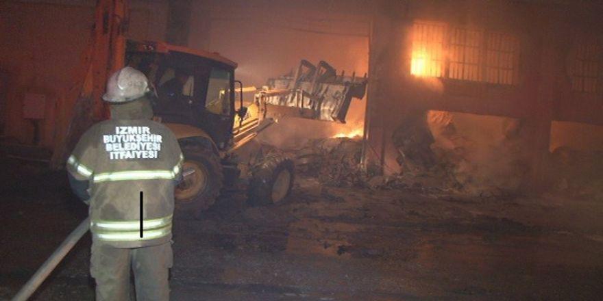 Kağıt ve ambalaj deposunda patlama: 4 işçi yaralandı