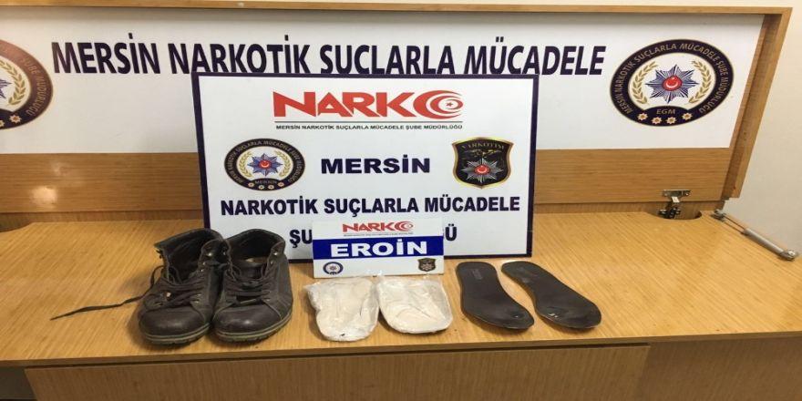 Ayakkabısının tabanından 259 gram eroin çıktı