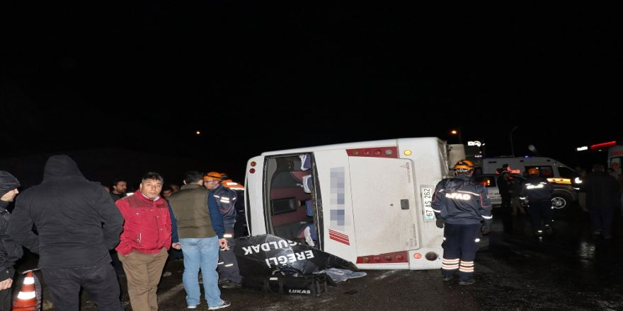Yolcu midibüsü devrildi: 1 ölü, 16 yaralı