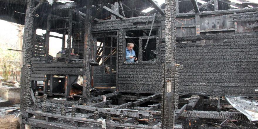 Alevlere teslim olan ahşap evin kundaklandığı iddiası