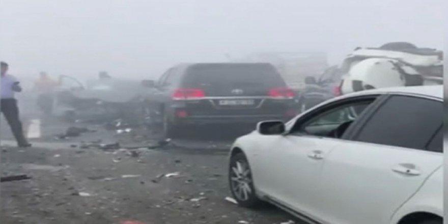 Sis nedeniyle onlarca araç birbirine girdi