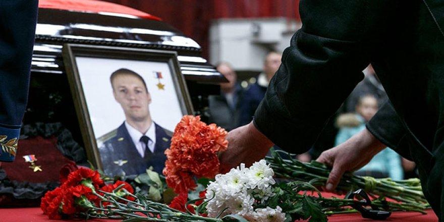 Rus pilotun cenaze törenine binlerce kişi katıldı