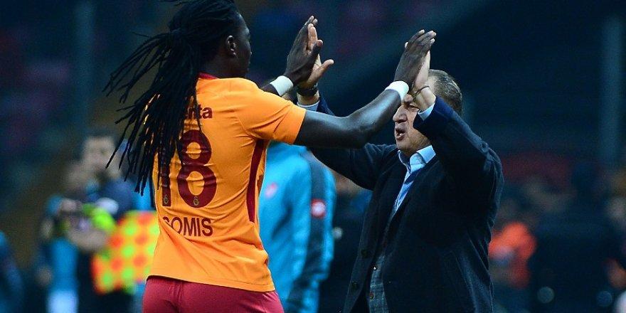 Gomis, gol sevincini Terim'le paylaştı