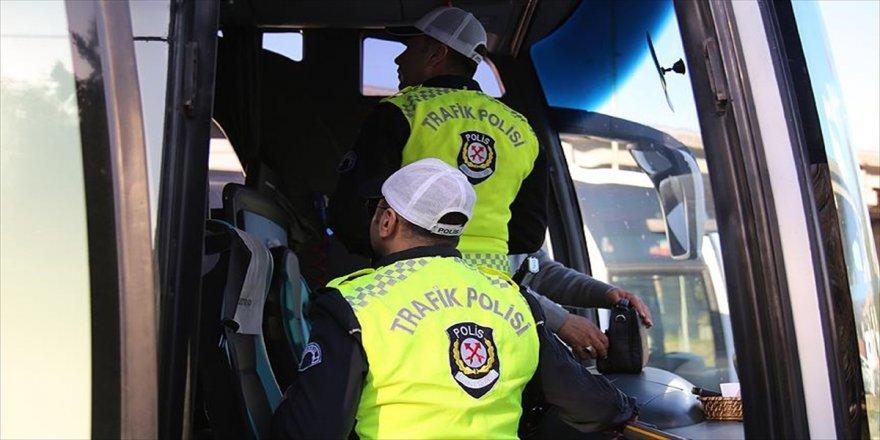 Kural ihlalleri 'yolcu' polislere takıldı