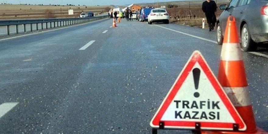 TEM otoyolu yan yolda feci kaza: 3 yaralı