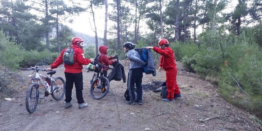 Dağda kaybolan iki çocuğu 4 saat sonra kurtarıldı