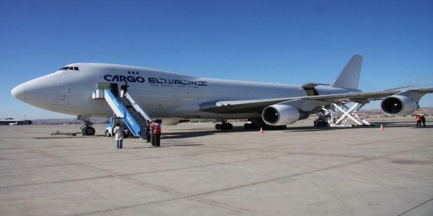 Fuar için uçan sanayicilere uçak bileti desteği