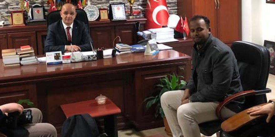 Somalili genç Ünlü'yü ziyaret etti