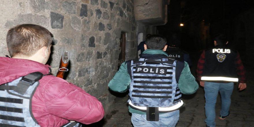3 bin polisle '15 Şubat' alarmı: 77 gözaltı