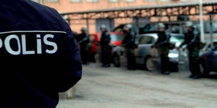 Canlı yayın yapan torbacılara polis baskını