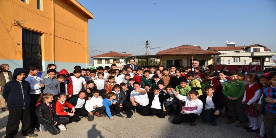 Başkan Ayaz okulları ziyaret ediyor
