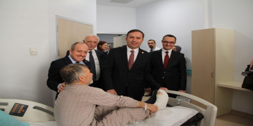 AK Parti'den hastane ziyareti