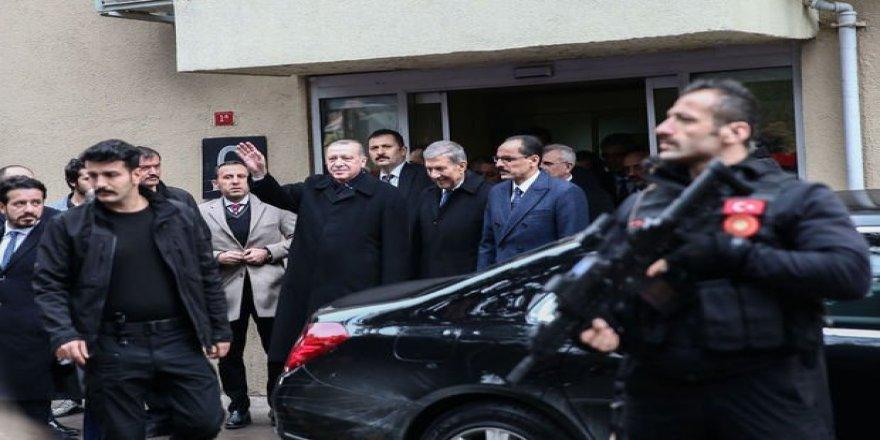 Cumhurbaşkanı Erdoğan,Ünlü Tarihçiyi Hastanede Ziyaret Etti
