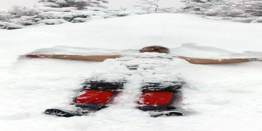 PTT Başmüdürü kar banyosu yaptı