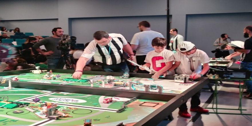 Beyaz Kule Okulları Robotik Turnuvasında 2. oldu