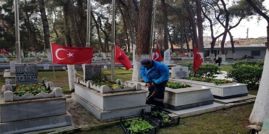 Şehit mezarlıklarında özenli çalışma