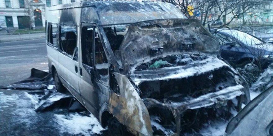 Diyanet'e ait araç yandı
