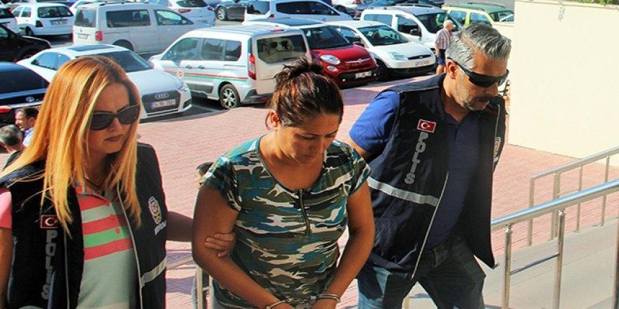 Evlerden hırsızlık yapan kadınlar yakalandı