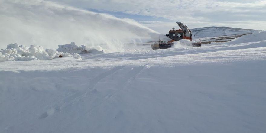 Kar ve tipi nedeniyle kapanan yollar ulaşıma açıldı