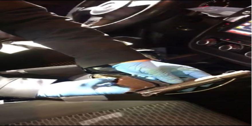 Otomobilin vites kutusundan tabanca çıktı