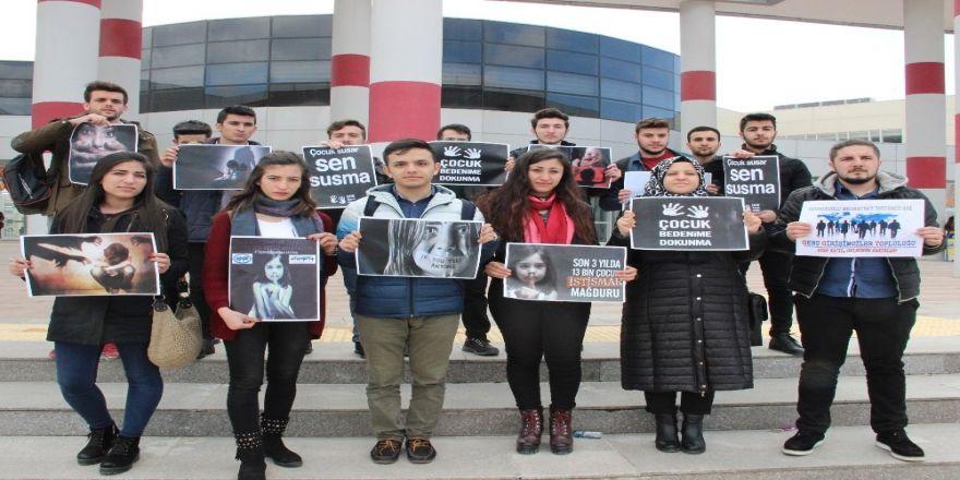 Cinsel istismara bir tepki de üniversiteli öğrencilerden