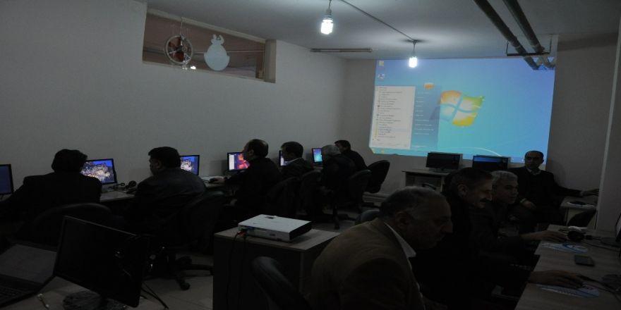 Kızıltepe'de muhtarlara bilgisayar kursu veridi