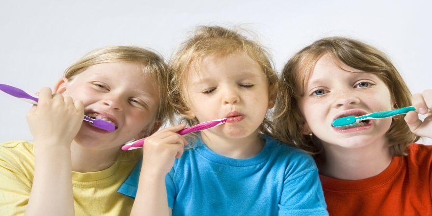 Çocuklarda diş çürüğü oluşumunu engellemenin yolları