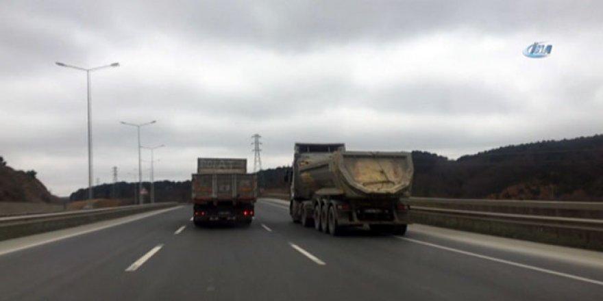Hafriyat kamyonlarının yaşattığı tehlikeler görüntülendi