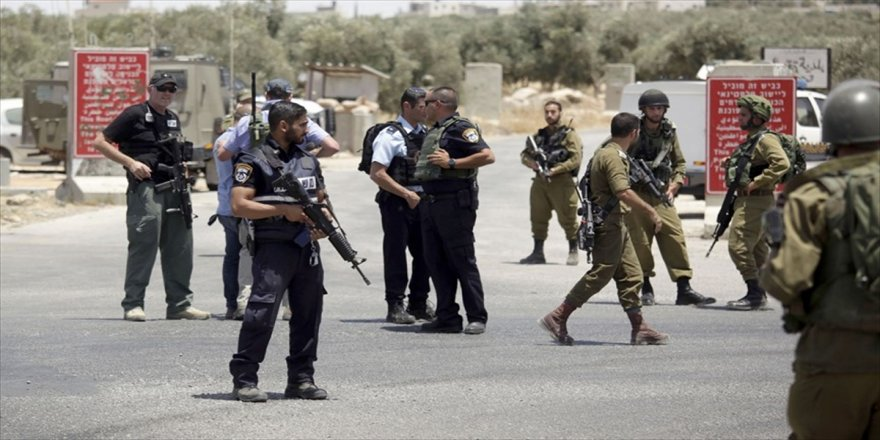 İsrail askerleri Filistinli bir genci yaraladı