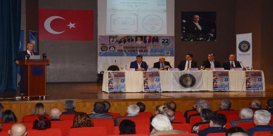"""Toros Üniversitesi'nde """"2019'a Giderken Yerel Yönetimler"""" paneli"""