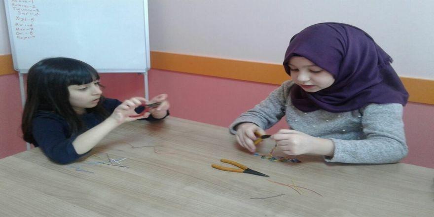 Başiskele Çocuk Üniversitesi'nde mekatronik tamirat eğitimi veriliyor
