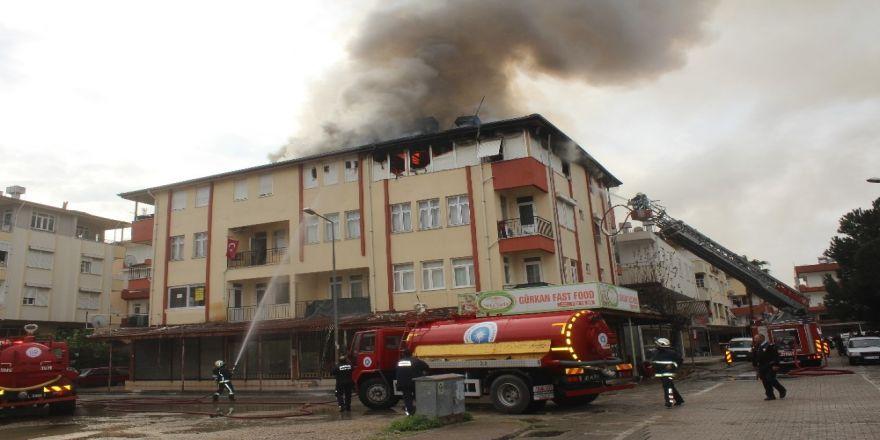 Korkutan çatı yangını