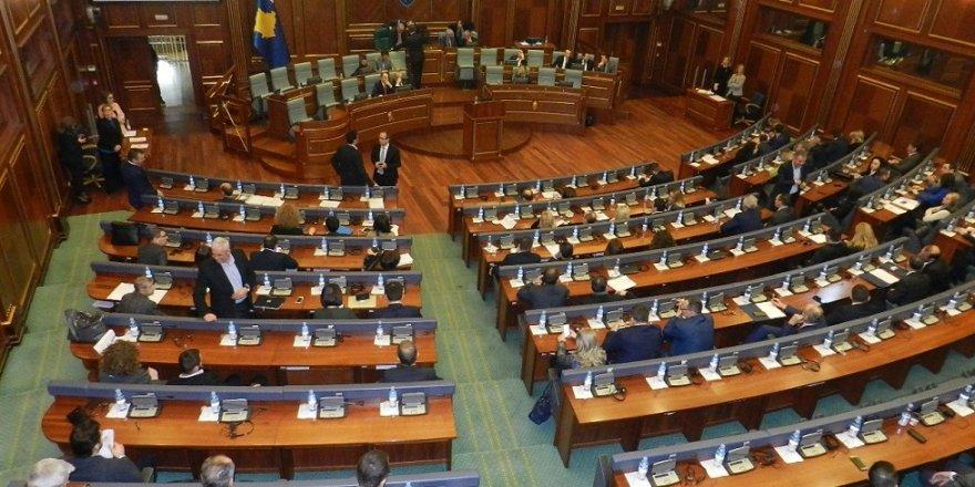 Kosova meclisinde gergin anlar