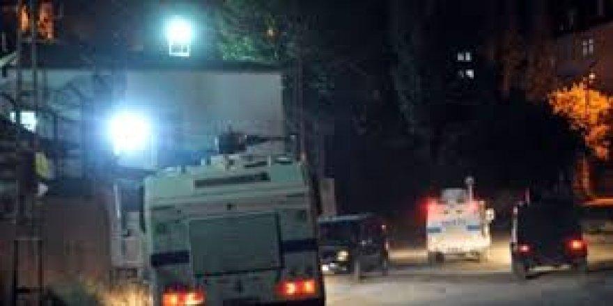 Ekipler alarma geçti ! Yüksekova'da patlama