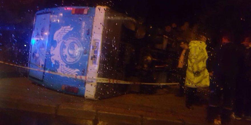Askerleri taşıyan otobüs devrildi: 23 yaralı