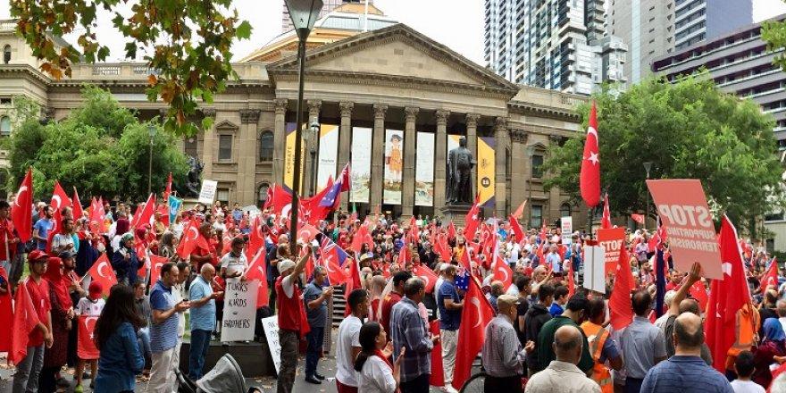 Avustralyalı Türklerden Zeytin Dalı Harekatı'na destek mitingi