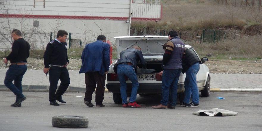 Gaz kaçıran otomobil paniğe neden oldu