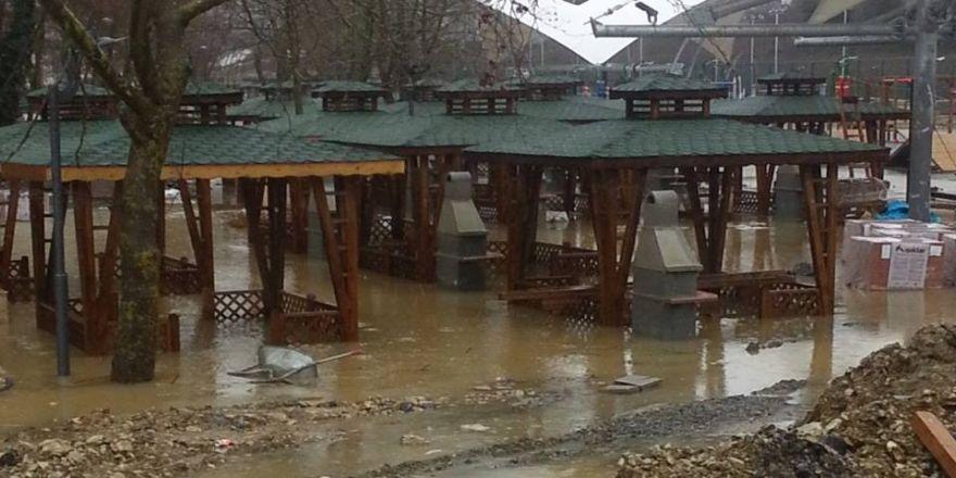 Aşırı yağışlar Akçakoca'da etkili oldu