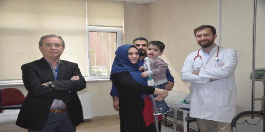 Jeune Sendromlu Hamza bebek nefes buldu!