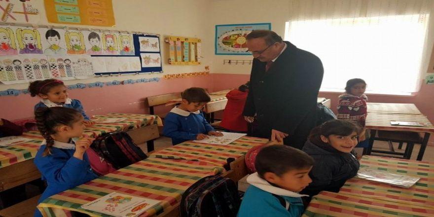 Alagöz köy okullarını gezdi