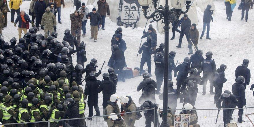 Çatışmalarda 8 polis yaralandı