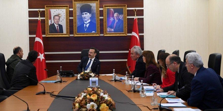Vali Aksoy, vatandaşı dinliyor