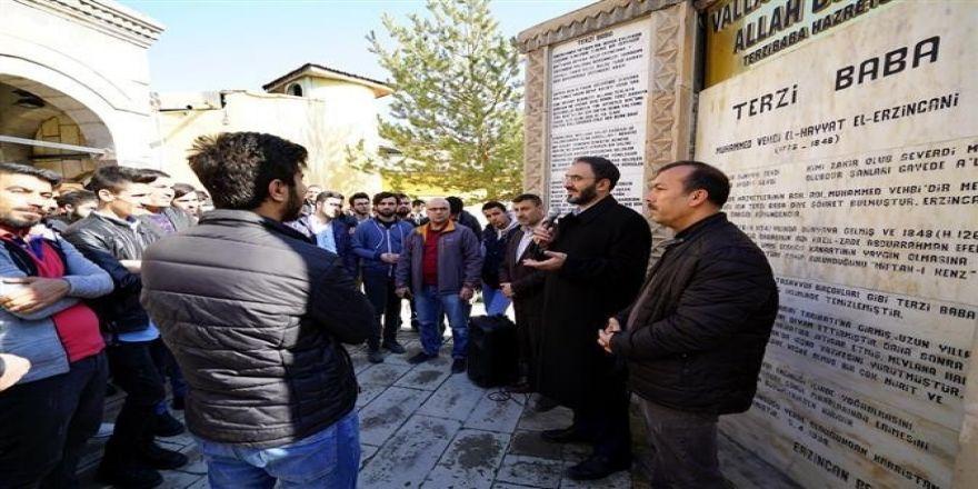 Yabancı öğrencilere şehrin manevi mekânları tanıtıldı
